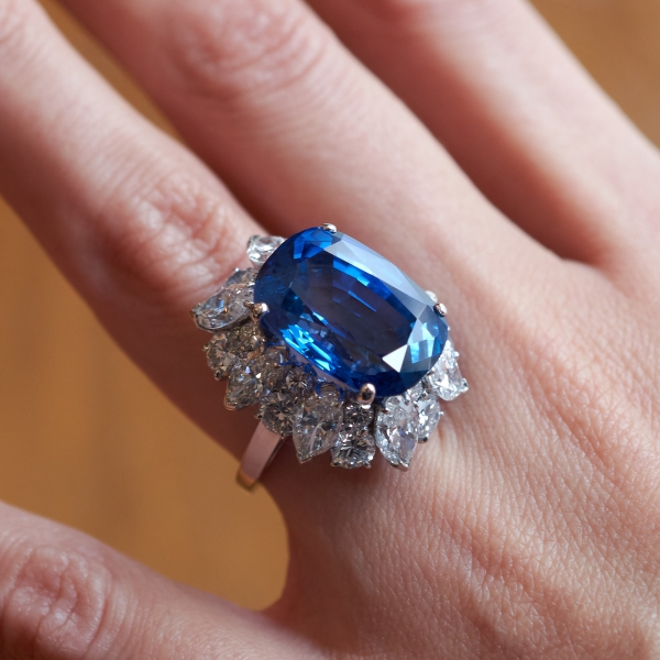 Lot 868 Bulgari sapphire diamond ring