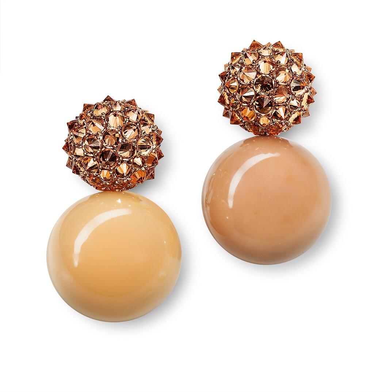 hemmerle-earrings-melo-pearls-garnets-gold-bronze-copper-0135-15
