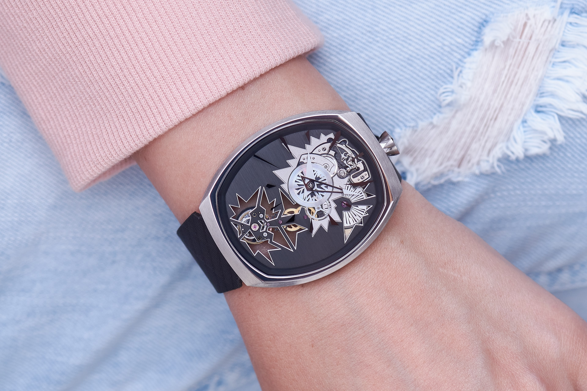 mechanical_entropy_silver_wristshot-4_fiona_kruger_chaos_watch