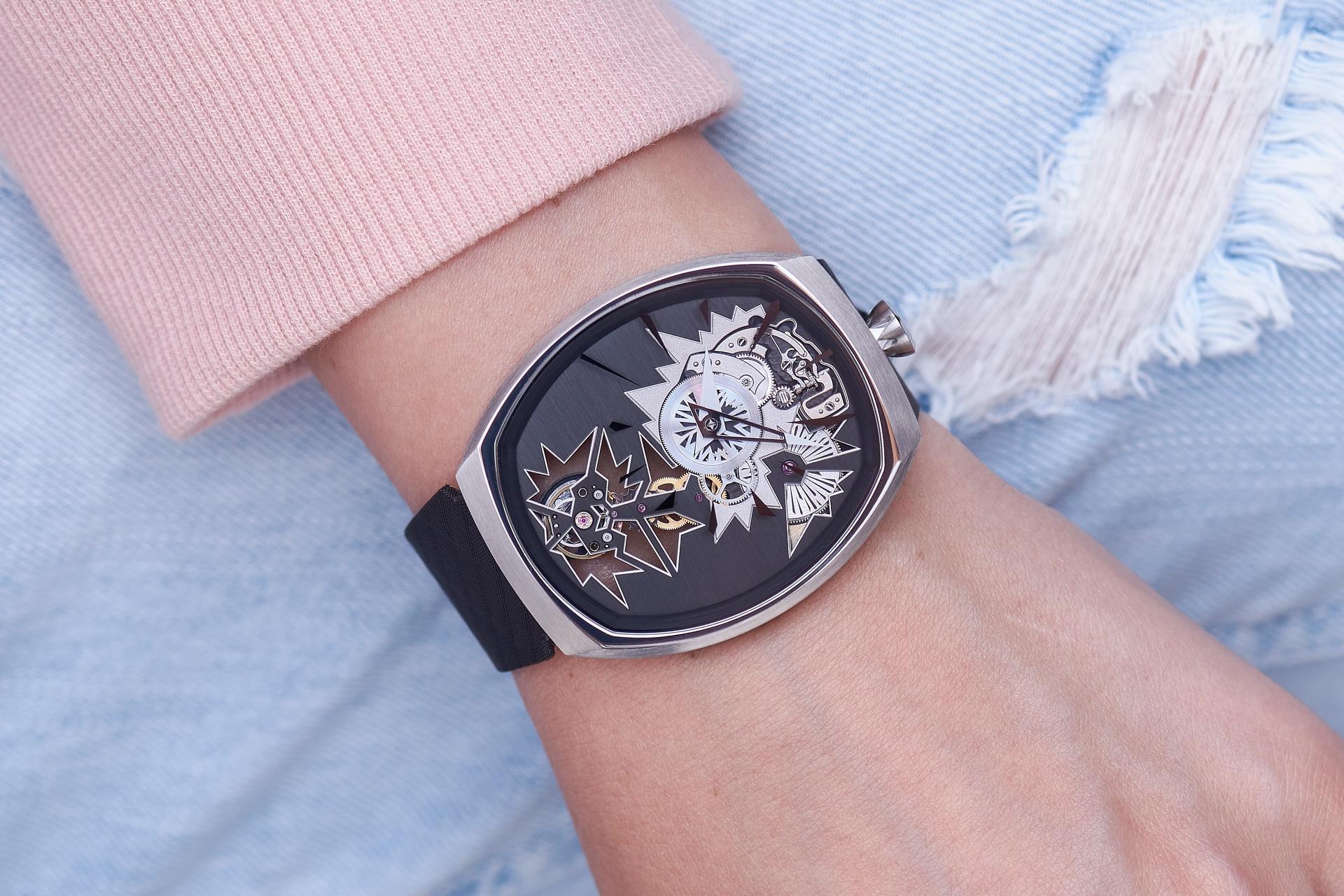 mechanical_entropy_silver_wristshot-4_fiona_kruger_chaos_watch