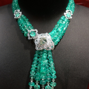 necklace-with-diamonds-and-emerald-beads