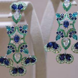 Earrings with emeralds, sapphires and diamonds