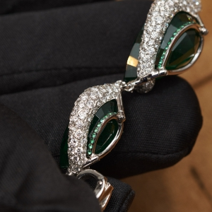 High Jewellery emerald earrings