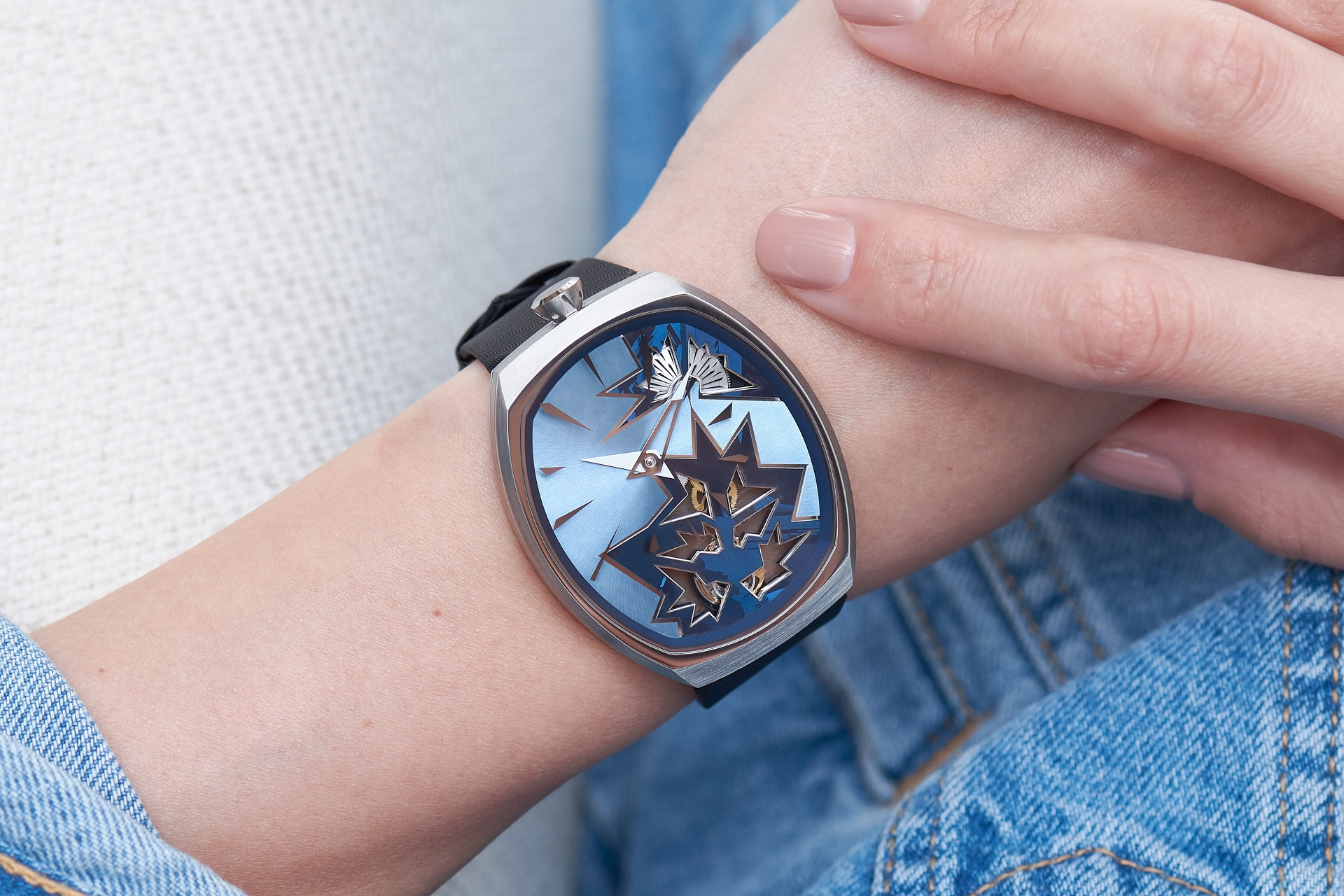 entropy-1_blue_wristshot-2_fiona_kruger_chaos_watch
