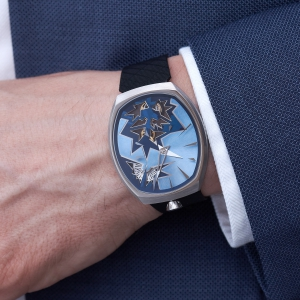 entropy-1_blue_wristshot-1_fiona_kruger_chaos_watch