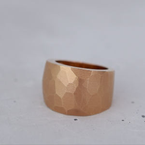 A massive ring made of 14k of rosé gold