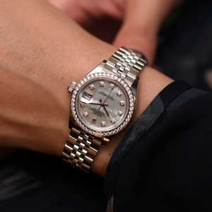 Rolex Lady-Datejust, 28mm, steel, white gold, diamonds with mother-of-pearl dial