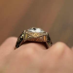 Mjölnir swivel ring