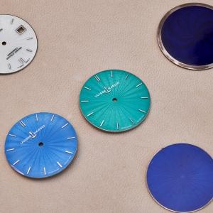 Flinqué dials