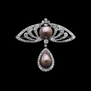7-_brooch_brown_pearls_set_in_platinum_and_diamonds_france_1900_c_albion_art