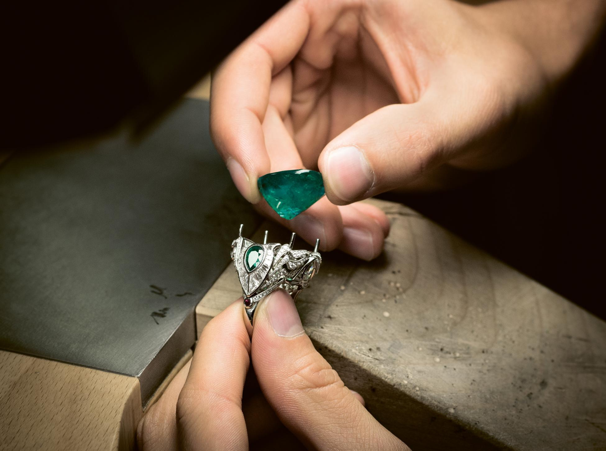 Gübelin Jewellery Atelier bespoke emerald ring