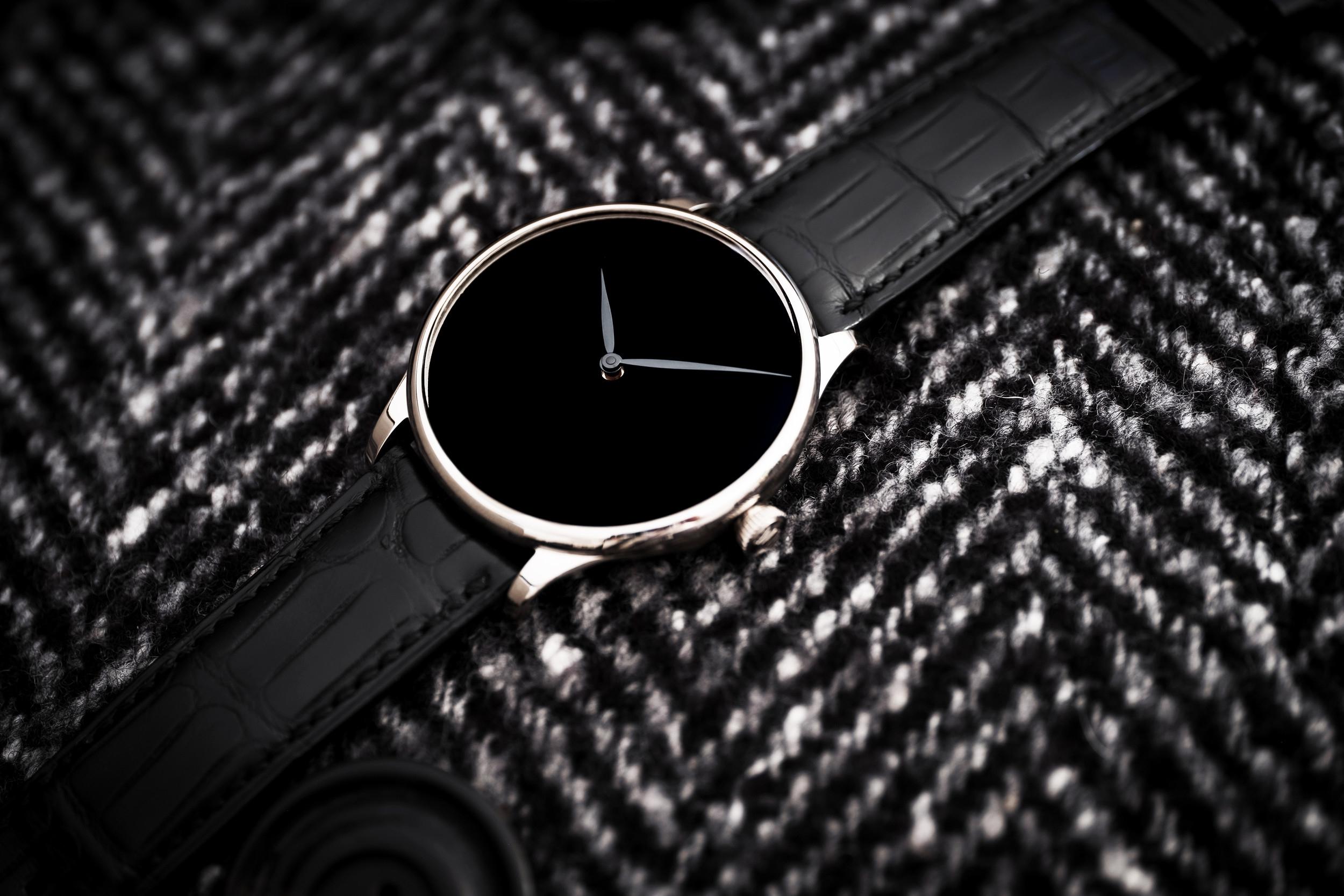 H. Moser & Cie - Venturer VANTABLACK® Black Hands